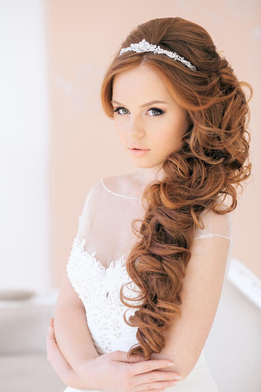 Красивые прически на бок на длинные волосы с косами