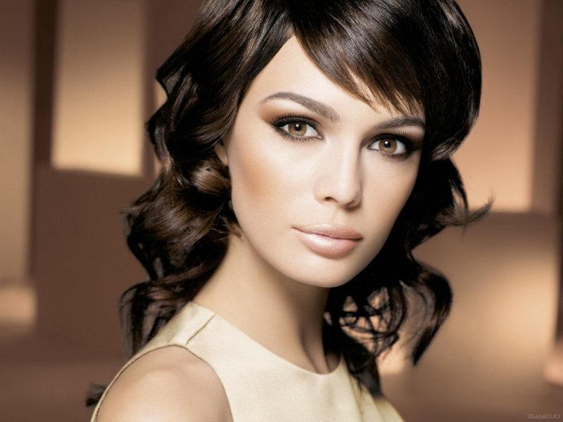 Вечерний макияж для брюнеток со светлой кожей и светлыми глазами