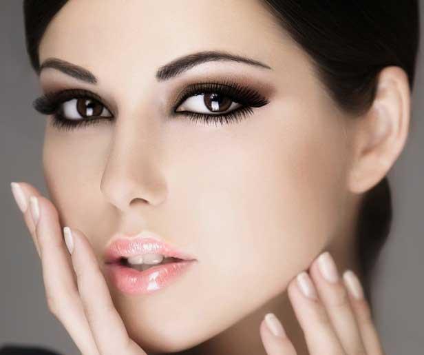 Вечерний макияж для брюнеток со светлой кожей и темными глазами