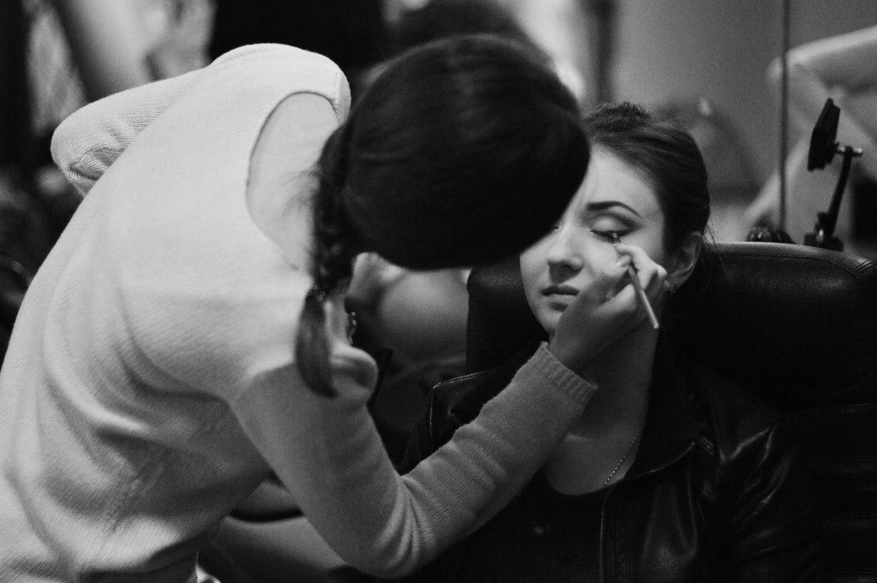 нанесение макияжа